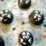 Happy Halloween! These black cats are a healthy, easy and fun treat that are perfect for your next Halloween party. They only require 3 ingredients including crackers, peanut butter and chocolate.