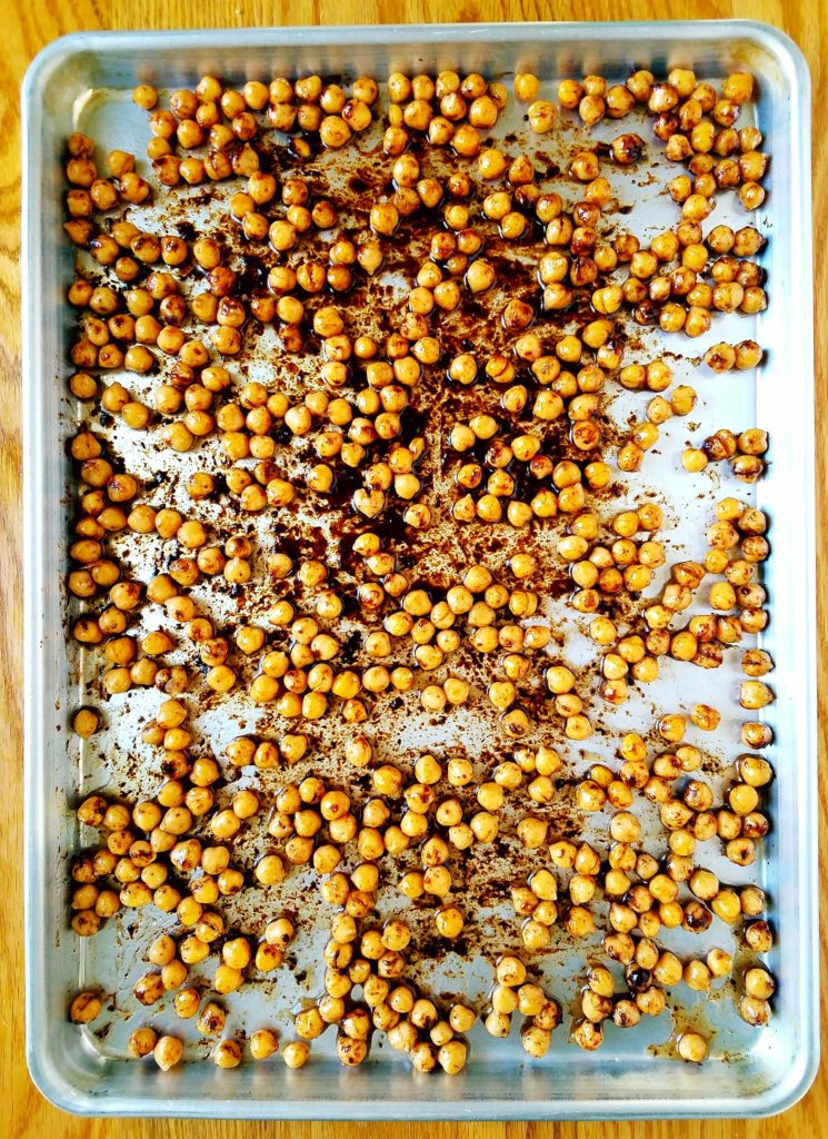 Cinnamon sugar roasted chickpeas are the perfect healthy crunchy snack. Low in sugar, they won't make you crash in the afternoon. These are a perfect snack for vegans, dairy free, gluten free, egg free eaters. #healthysnack #roastedchickpeas